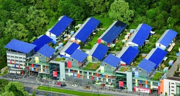 Bairro solar na Alemanha produz quatro vezes mais energia do que consome