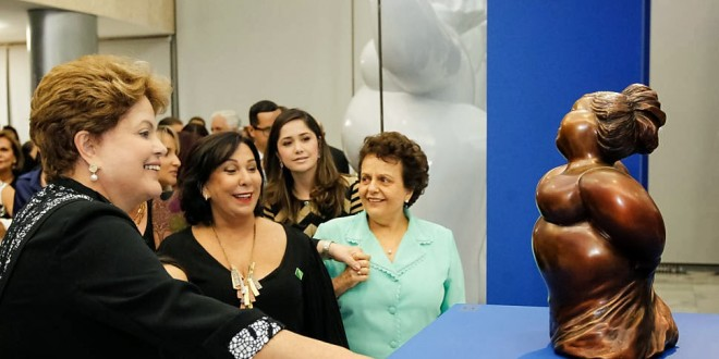 Dilma inaugura exposição de 'gordinhas sexy'