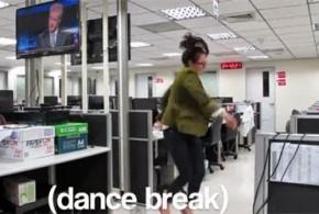 Jornalista faz vídeo dançando na empresa para pedir demissão