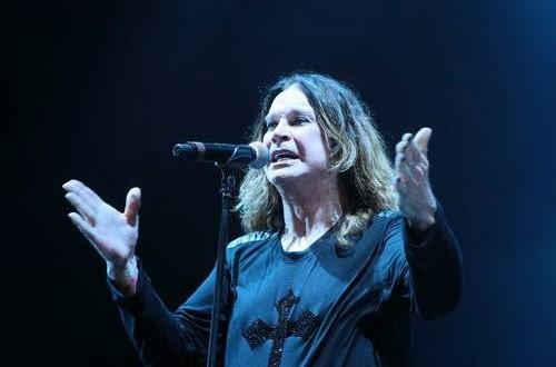 Ozzy Osbourne exibe bandeira do Brasil em show na Argentina