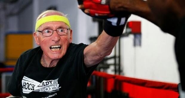 Aulas de boxe ajudam pacientes com Parkinson nos EUA