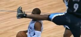 Jogador de basquete recebe golpe do 'Karate Kid' em partida da NBA
