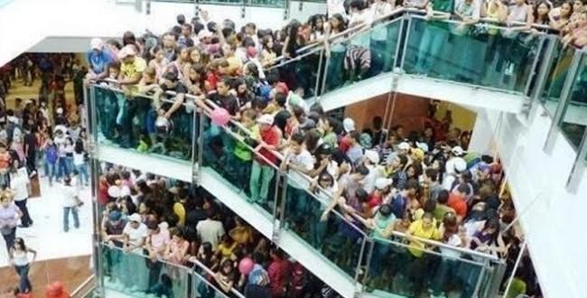 Adolescentes fazem arrastão e shopping Metrô Itaquera fecha mais cedo em SP