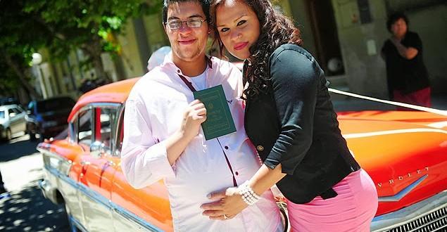"""""""Homem grávido"""" dá à luz uma menina após cesariana na Argentina"""