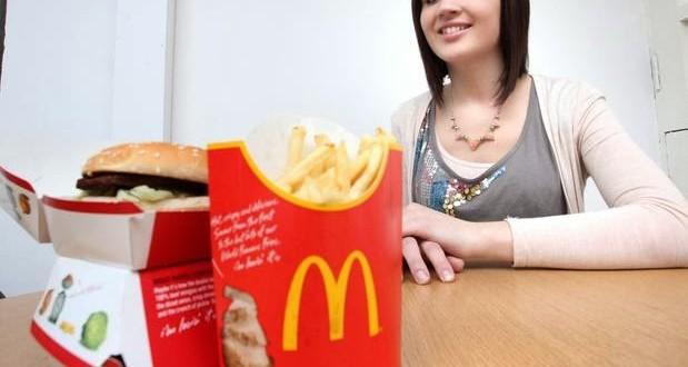 Jovem com anorexia diz que McDonald's salvou sua vida