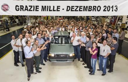 Fiat divulga foto do último Mille feito em Betim (MG)