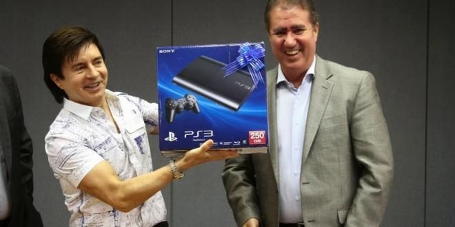 Xororó ganha videogame em sorteio de Nota Fiscal da prefeitura de Campinas