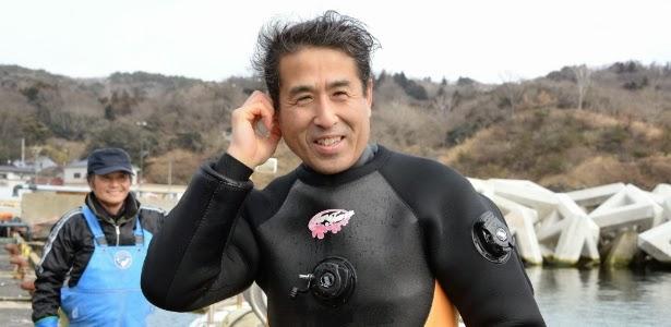 Japonês aprende a mergulhar para encontrar corpo da mulher desaparecida