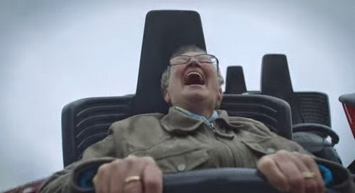 Holandesa experimenta montanha-russa pela primeira vez aos 78 anos