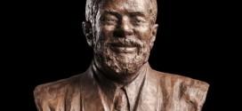 Ex-presidente Lula é homenageado com estátua em Washington (EUA)