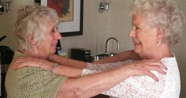Gêmeas separadas aos cinco meses se reencontram após 78 anos