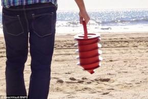 Jornal aconselha turista a usar cápsula antifurto nas praias do Brasil