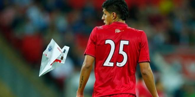 Torcedor inglês atinge jogador peruano com avião de papel em amistoso