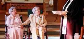 Após 72 anos juntas, casal de idosas resolve oficializar união