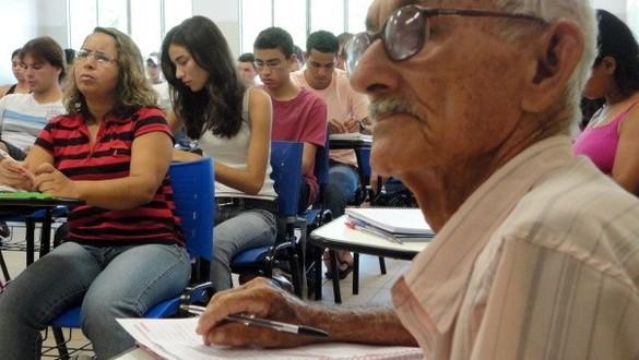 Enem 2014 terá participação de 15.500 candidatos idosos