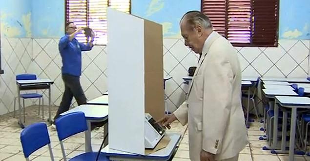 Vídeo mostra suposto voto de Sarney em Aécio para presidente