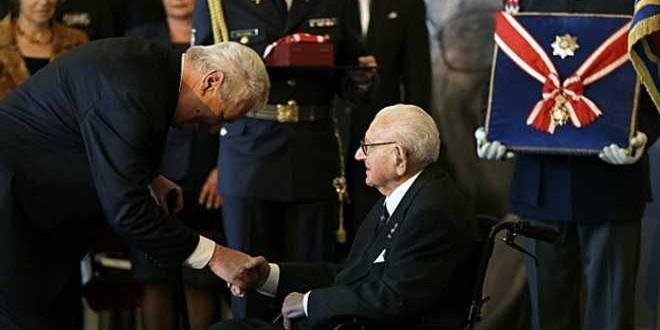 Aos 105 anos, homem que salvou mais de 600 crianças do nazismo é premiado