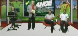 Entrevistado cai da cadeira ao vivo no programa 'Em cima do lance'