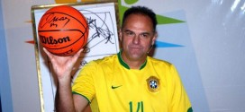 Ex-jogador Oscar Schmidt é vaiado e xinga plateia em palestra