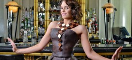 Figurinista da série Downton Abbey cria vestido feito de chocolate Lindt