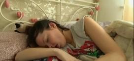 Jovem com 'síndrome da Bela Adormecida' dorme 22h por dia