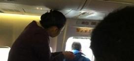 Passageiro abre porta de emergência de avião para tomar 'ar fresco'