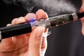 Cigarro eletrônico pode ser de 5 a 15 vezes mais cancerígeno, diz estudo