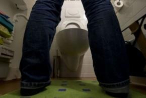 Em batalha judicial com senhorio, alemão ganha direito de urinar em pé