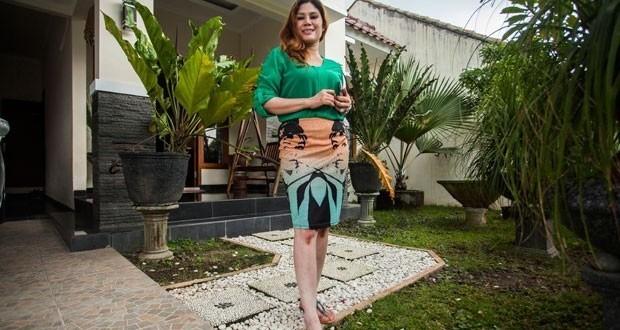 Solteira, mulher põe casa à venda e se oferece como 'brinde'