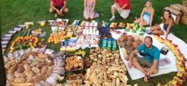 Ativista norte-americano faz banquetes com comida retirada do lixo