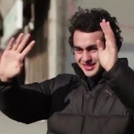 Cidade aprende língua de sinais para surpreender jovem surdo