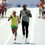 Usain Bolt guia Terezinha Guilhermina, a cega mais rápida do mundo