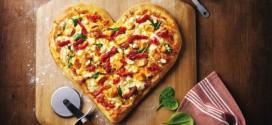 Cliente de pizzaria pede que o entregador mais lindo diga que ela é bonita