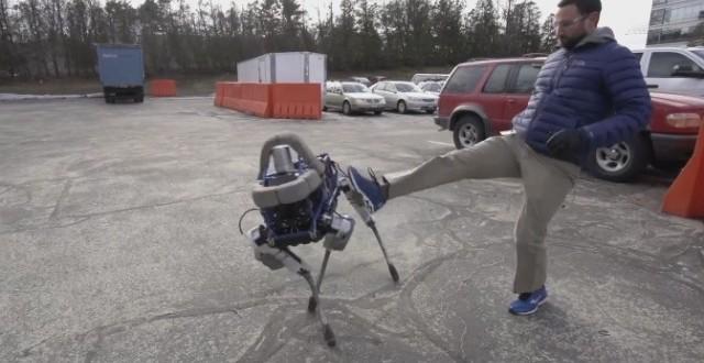 Empresa do Google desenvolve cachorro robótico que não cai ao ser chutado