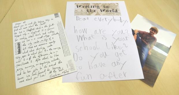 Menino de 7 anos manda 400 cartas para todos os continentes do planeta