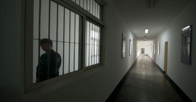 Autoridades chinesas passam dia na prisão como advertência