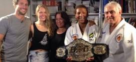 Ronda Rousey doa cinturão do UFC para ONG de Flávio Canto