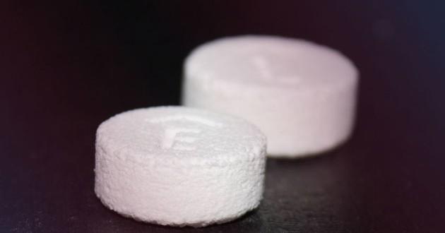 EUA autoriza primeiro medicamento fabricado com impressora 3D