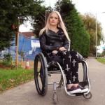 Youtuber de beleza emociona seguidores ao revelar ser tetraplégica