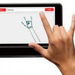 Tablet UNI traduz conversa entre surdos e ouvintes por reconhecimento de gestos