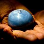 Maior safira do mundo está à venda para combater pobreza no Sri Lanka