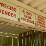 Barraca sem vendedor comercializa produtos à base da confiança em MG
