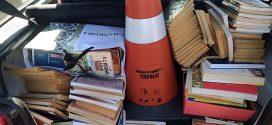 Jovem é detido com quase 400 livros e diz à polícia que furtava para ler