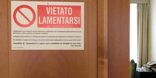 'É proibido reclamar', diz placa instalada na porta do quarto do papa Francisco