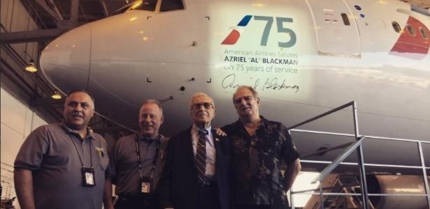 Homem que nunca faltou em 75 anos ganha nome em avião